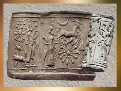 D'après une scène mythologique, Lune et Soleil, sceau-cylindre, calcaire, IVe-IIIe millénaire avjc, Mésopotamie. (Marsailly/Blogostelle)