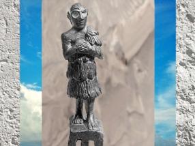D'après un orant royal, capridé en offrande, figurine, vers 2400 ans avjc, albâtre, pays d'Élam, actuel Iran, Orient ancien. (Marsailly/Blogostelle)
