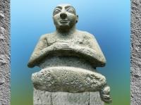 D'après Kur-lil en orant, haut personnage d'Uruk, vers 2500 avjc, temple de Ninhursag, époque des dynasties archaïques, Tell al-Ubaid, Irak actuel, Mésopotamie. (Marsailly/Blogostelle)