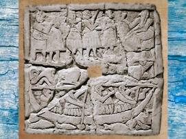 D'après une scène de Banquet, bas-relief perforé, vers 2700 - 2650 avjc, époque des dynasties archaïques, Mésopotamie. (Marsailly/Blogostelle)