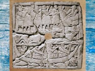 D'après une scène de Banquet, dont un épisode sur l'eau, bas-relief perforé, vers 2700 - 2650 avjc, époque des dynasties archaïques, Sumer, Mésopotamie. (Marsailly/Blogostelle)