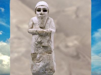 D'après un orant coiffé d'un bonnet, statuette, albâtre gypseux, vers 2850 avjc - 2340 avjc, époque des dynasties archaïques, pays de Sumer, Mésopotamie. (Marsailly/Blogostelle)