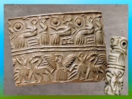 D'après une scène cultuelle et divinités, empreinte de sceau-cylindre, vers 2600-2340 avjc, époque des dynasties archaïques, calcaire, Sumer, Mésopotamie. (Marsailly/Blogostelle)