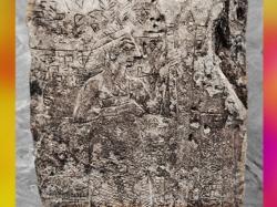 D'après le bas-relief dit de la Figure aux Plumes, divinité et temple, détail, vers 2700 avjc, antique Girsu, Tello, Irak actuel, Mésopotamie. (Marsailly/Blogostelle)
