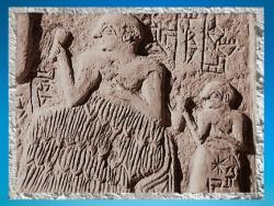 D'après le Banquet, relief votif d'Ur-Nanshe, roi de Lagash, vers 2550-2500 avjc, dynasties archaïques sumériennes, Mésopotamie. (Marsailly/Blogostelle)