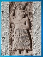 D'après le roi bâtisseur Ur-Nanshe de Lagash, relief votif, vers 2550-2500 avjc, dynasties archaïques sumériennes, Mésopotamie. (Marsailly/Blogostelle)