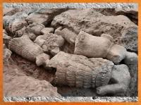 D'après des statuettes d'Ilmeshar, temple du Roi du pays, IIIe millénaire avjc, Mari, Tell Hariri, Syrie actuelle. (Marsailly/Blogostelle)