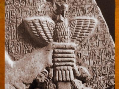 D'après l'Aigle de Ningirsu, Im-dugud, détail, stèle d'Eannatum, roi de Lagash, vers 2450 avjc, dynasties archaïques sumériennes, Girsu-Tello, Irak actuel, Mésopotamie. (Marsailly/Blogostelle)D'après l'Aigle de Ningirsu, Im-dugud, détail, stèle d'Eannatum, roi de Lagash, vers 2450 avjc, dynasties archaïques sumériennes, Girsu-Tello, Irak actuel, Mésopotamie. (Marsailly/Blogostelle)
