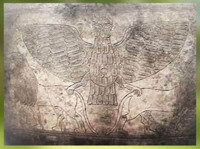 D'après Imdugud, vase voué à Ningirsu par Entemena, roi de Lagash, argent et cuivre, vers 2400 avjc, dynasties archaïques sumériennes,Girsu-Tello, Irak actuel, Mésopotamie. (Marsailly/Blogostelle)