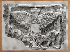 D'après Im-dugud, relief votif perforé en albâtre ; dynasties archaïques sumériennes, antique Girsu, Tello, Irak actuel, Mésopotamie. (Marsailly/Blogostelle)