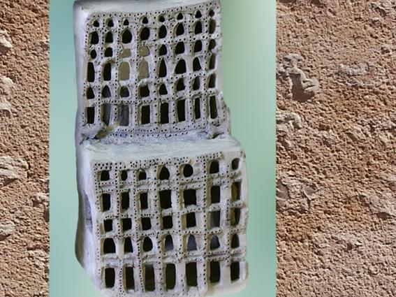 D'après une maison-autel en miniature, terre cuite, temple d'Ishtar, vers 2400 avjc, Assur, Irak actuel, époque des dynasties archaïques sumériennes, Mésopotamie. (Marsailly/Blogostelle)