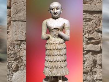 D'après une statue d'albâtre et lapiz-lazuli, vers 2700–2500 avjc, dynasties archaïques, temple de Nintu, Khafadjé, Irak actuel, Mésopotamie. (Marsailly/Blogostelle)
