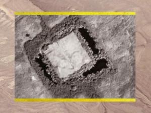 D'après les traces de la ziggurat de Babylone, à plan carré, IIe et Ier millénaire avjc, Irak actuel, Mésopotamie. (Marsailly/Blogostelle)