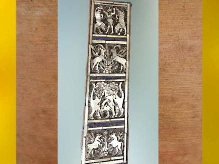 D'après le décor d'une lyre (reconstruite), bouquetins et lions chasseurs, vers 2500 avjc, tombes royales d'Ur, vers vers 2600-2500 avjc, Irak actuel, Mésopotamie. (Marsailly/Blogostelle)