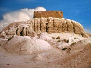 D'après les vestiges de la ziggurat de Nippur, IIIe millénaire avjc, actuel Irak, Mésopotamie. (Marsailly/Blogostelle)
