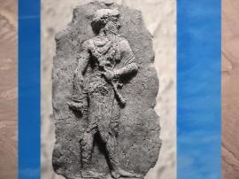 D'après un souverain babylonien, épaules de face jambes de profil stèle sculptée, vers 2000-1700 avjc, Babylone, Irak actuel Mésopotamie. (Marsailly/Blogostelle)