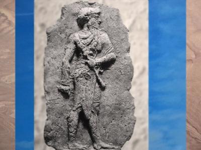 D'après un souverain babylonien, stèle sculptée, vers 2000-1700 avjc, Babylone, Irak actuel Mésopotamie. (Marsailly/Blogostelle)