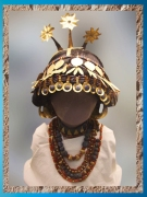 D'après la précieuse coiffe de la reine Puabi, tombes royales d'Ur, vers 2500 avjc, période des dynasties archaïques sumériennes. (Marsailly/Blogostelle)