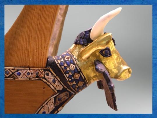 D'après la lyre dite de la Reine, feuille d'or, lapis-lazuli, bois, coquille, tombes royales d'Ur, vers 2500 avjc,tombes royales d'Ur,période des dynasties archaïques sumériennes, Ur, Irak actuel, Mésopotamie. (Marsailly/Blogostelle)