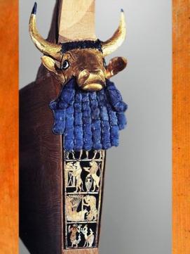D'après une lyre à tête de taureau, or, lapis-lazuli, bois, incrustation de coquille, tombes royales d'Ur, vers 2500 avjc, dynasties archaïques sumériennes. (Marsailly/Blogostelle)