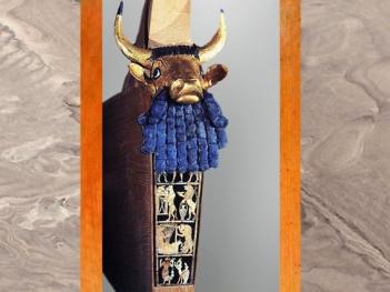 D'après la lyre dite du roi, feuille d'or et lapis, sépulture de la reine Puabi, tombes royales d'Ur, vers 2600-2500 avjc, période des dynasties archaïques sumériennes, Ur, actuel Irak, Mésopotamie. (Marsailly/Blogostelle)