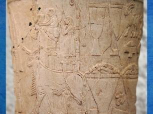 D'après un vase à libations, culte d'Inanna, grande déesse de la fertilité et des troupeaux, albâtre, Uruk, vers 3500-3000 ans avjc, Irak actuel, Mésopotamie. (Marsailly/Blogostelle)