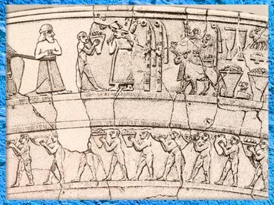 D'après un vase à libations, scène de procession, culte d'Inanna, albâtre, détail, Uruk, vers 3500-3000 ans avjc, Irak actuel, Mésopotamie. (Marsailly/Blogostelle)