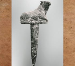 D'après un clou de fondation taureau, cuivre, dédicace de Shulgi à la déesse Nanshe, vers 2100 avjc, vers 2100 avjc, Girsu-Tello, Irak actuel, Mésopotamie. (Marsailly/Blogostelle)