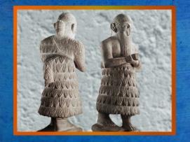 D'après la statue du roi Ishqi-Mari, avec son inscription au dos, temple d'Ishtar, vers 2500-2300 ans avjc, Mari, Tell Hariri, actuelle Syrie. (Marsailly/Blogostelle)