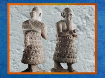 D'après la statue du roi Ishqi-Mari, avec son inscription au dos, temple d'Ishtar, vers 2500-2300 ans avjc, Mari, Tell Hariri, actuelle Syrie, Orient ancien. (Marsailly/Blogostelle)