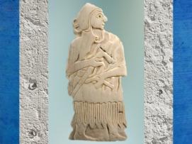 D'après un guerrier armé d'une herminette, coquille gravée, temple d'Ishtar, vers 2500-2300 ans avjc, Mari, Tell Hariri, actuelle Syrie. (Marsailly/Blogostelle)