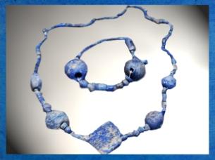 D'après une parure, lapis-lazuli, temple d'Ishtar, vers 2500-2300 ans avjc, Mari, Tell Hariri, actuelle Syrie, Orient ancien. (Marsailly/Blogostelle)