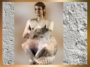 D'après la statuette dite du chanteur Ur-Nanshe, vers 2500-2400 avjc, gypse, temple de Ninni-Zaza, Mari, Tell Hariri, actuelle Syrie, Orient ancien. (Marsailly/Blogostelle)