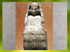 D'après une statuette d'orante, à haute coiffe, voile et kaunakès, albâtre, vers 2500 - 2400 avjc, temple d'Ishtar, Mari, Tell Hariri, actuelle Syrie. (Marsailly/Blogostelle)