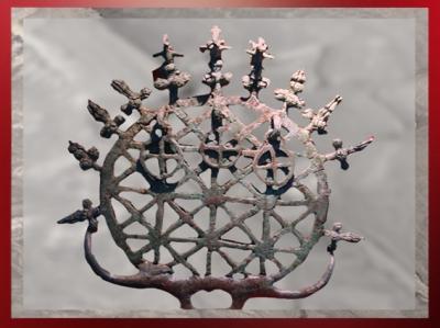 D'après un étendard circulaire, bronze, tombes royales d'Alaça Hûyûk, vers 2500-2300 avjc, Anatolie, actuelle Turquie, Orient ancien. (Marsailly/Blogostelle)