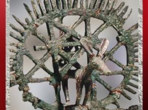 D'après un étendart en bronze, tombes d'Alaça Hûyûk, vers 2350 avjc, Anatolie, actuelle Turquie, Orient ancien. (Marsailly/Blogostelle)
