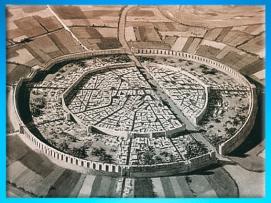 D'après une reconstitution de la cité de Mari, et son plan circulaire, IIIe millénaire avjc, Tell Hariri, actuelle Syrie. (Marsailly/Blogostelle)