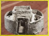 D'après une maison circulaire, maquette, terre cuite, Mari, IIIe millénaire avjc, Tell Hariri, actuelle Syrie, Orient ancien. (Marsailly/Blogostelle)
