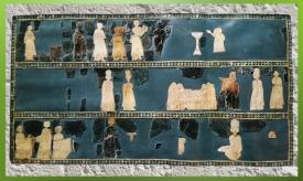 D'après l'Étendard aux scènes cultuelles, coquille, temple dit de Dagan ou centre administratif dit du Grand Prêtre, fin IIIe millénaire avjc, Mari, Tell Hariri, actuelle Syrie. (Marsailly/Blogostelle)