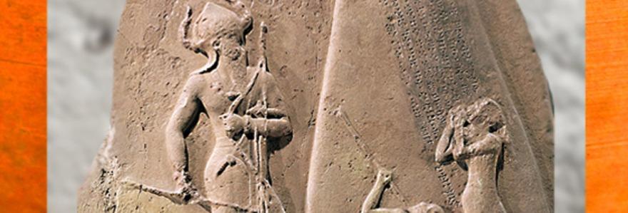 D'après la stèle de Victoire de Narâm-Sîn, grès, vers 2230 avjc, Agadé, Mésopotamie, butin de Suse. (Marsailly/Blogostelle)