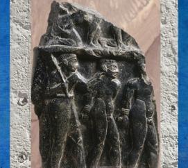 D'après une stèle de victoire d'un roi d'Akkad vers 2300 avjc, Agadé, diorite, butin de Suse. (Marsailly/Blogostelle)