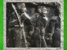 D'après une stèle de victoire d'un roi d'Akkad, détail des anatomies, vers 2300 avjc, Agadé, Suse. (Marsailly/Blogostelle)