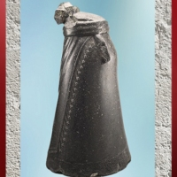 D'après la statue du roi d'Akkad Manishtusu, diorite, vers 2270 -2254 avjc, Agadé, butin de de Suse. (Marsailly/Blogostelle)