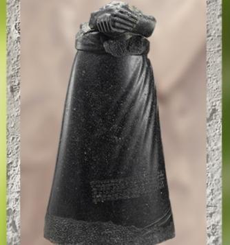 D'après la statue du roi d'Akkad Manishtusu, diorite, vers 2270-2250 avjc, époque d'Agadé, butin de Suse, Mésopotamie. (Marsailly/Blogostelle)