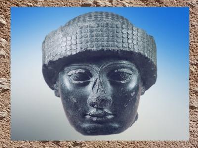 D'après une tête de Gudea, visage idéal de la piété royale, vers 2120 avjc, diorite, Girsu-Tello, époque néo-sumérienne, Mésopotamie. (Marsailly/Blogostelle)