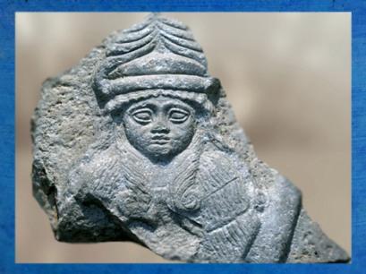 D'après le buste d'une déesse, possible Bau, calcaire, vers 2150 avjc - 2100 avjc, époque néo-sumérienne, antique Girsu, actuel Tello, Mésopotamie. (Marsailly/Blogostelle)