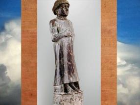 D'après la statue du prince Ur-Ningirsu, vers 2100 avjc, Lagash, époque néo-sumérienne, Mésopotamie. (Marsailly/Blogostelle)