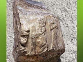 D'après un galet perforé, dieu et clou, déesse Lama, vers 2100 avjc, Puzur -Inshushinak, Suse, plateau iranien, époque de la Troisième dynastie d'Ur. (Marsailly/Blogostelle)