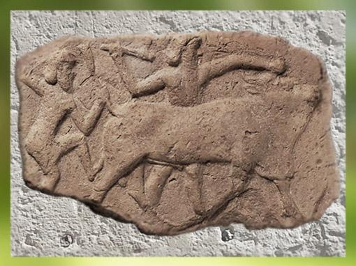 D'après un relief dit de Gilgamesh et Ekidu combattant le Taureau Céleste, terre crue, vers 2000 avjc, époque néo-sumérienne, Mésopotamie. (Marsailly/Blogostelle)