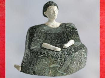 D'après une statuette féminine à grande robe, chlorite et calcaire, début IIe millénaire avjc, Nord Afghanistan, civilisation dite trans-élamite. (Marsailly/Blogostelle)